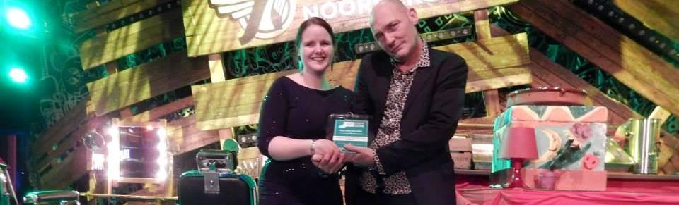 Rebekka og Peter med prisen Foto: Stop spild af mad
