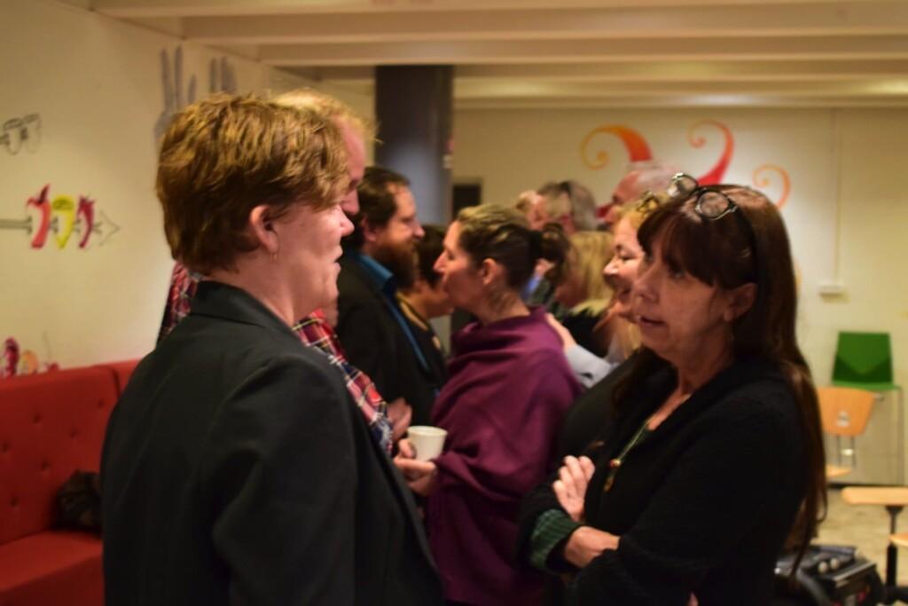 Foreningsmedlemmer i dialog. Foto: Fabian Uth Nielsen