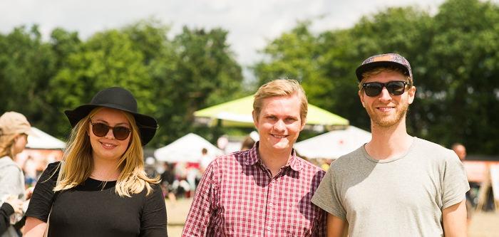 Fra venstre politikerne Marie og Lasse - og festivalgæst David yderst til højre. Foto: Inez Dawczyk